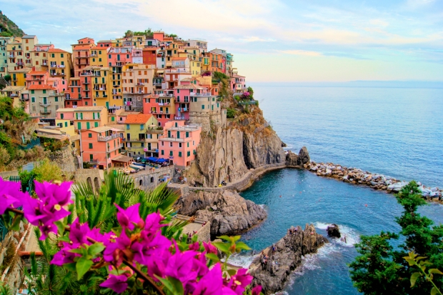 Manarola is a beautiful small town on the northern Italian coast. It boasts lovely trails, magnificent heritage and views like this!